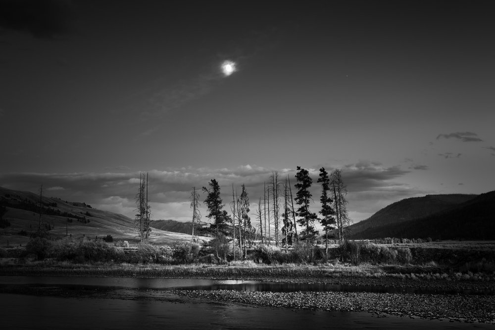 180920_Moonrise_YellowstoneNationalPark_Wyoming.jpg