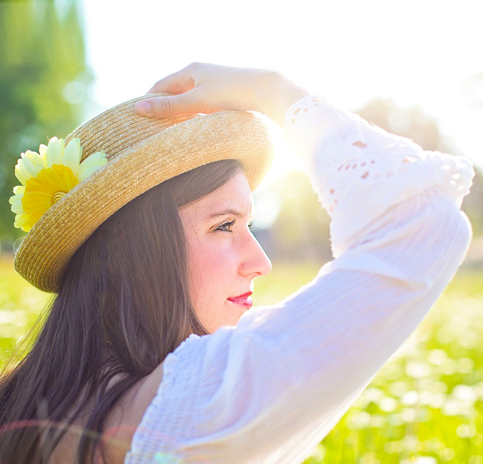 woman-hat-field.png