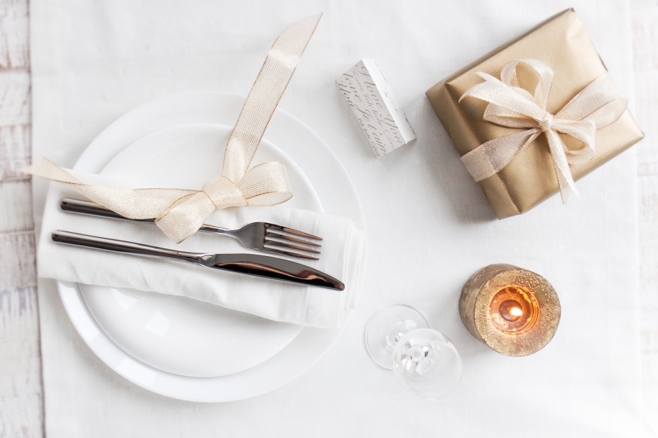 dish-with-well-decorated-cutlery.jpg