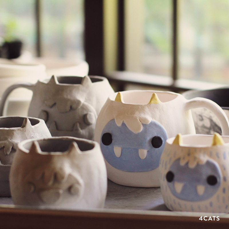 NOVEMBRE—EXPLORATION DE TECHNIQUES - Les étudiants apprendront:-techniques de création de tasses-techniques de résistance-glaçage avec bulles-sculpture et gravure de motifs-créations de mobiles d'argile-table de potier-créer et ajouter des détails avec des peintures de glaçage professionnelles.