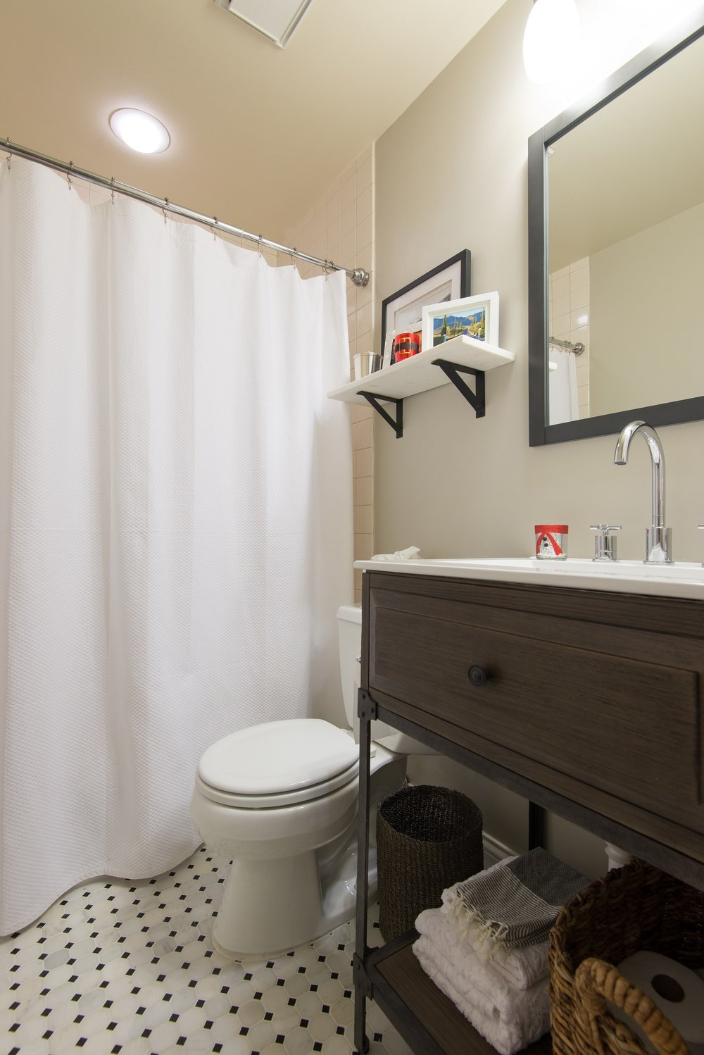 Lincoln Park townhouse bathroom