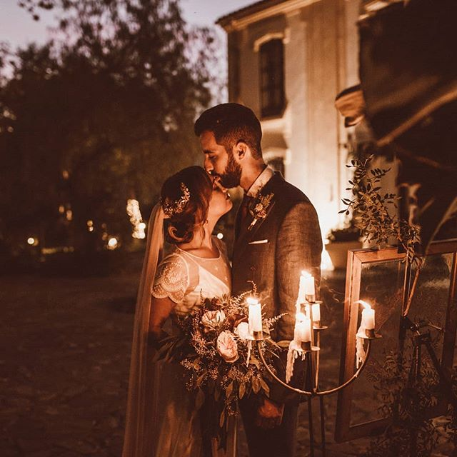 Unas velas, unas flores, caricias y mucho amor que dar(te).✨ Ya podéis ver el resto de fotos de la preciosa boda de Emi + Pablo en nuestra web. Tenéis el link en la bio! . . #weddingphotographer #malagawedding #lifestylewedding #couplelove #affobpresets #weddingdress #noviosconestilo #loveislove #lovesession #boda #wedding