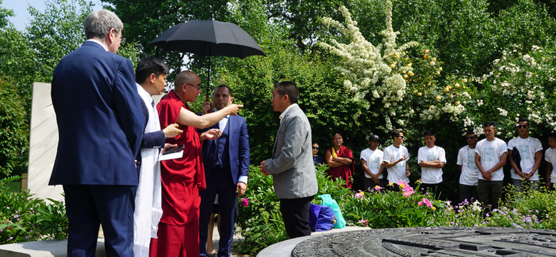 His Holiness lead the prayer at the Tibetan Peace Garden. The Executive Director of Tibetan Foundation, Dhondup Samten, welcomed His Holiness Gangri Karma Rinpoche
