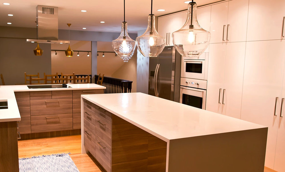 Kitchen Island - The perfect combination for preparation and entertainment.