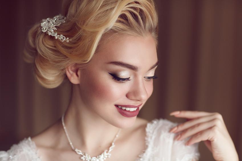 Das Make-up - Make-up bedeutet nicht, sich anzumalen.Es bedeutet, dezent mit den richtigen auf Sie abgestimmten Farben ein wunderschönes, frisches