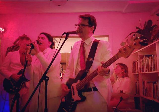 La vie en rose #keyparty #band #houseparty #femaledrummer #femalevocalist