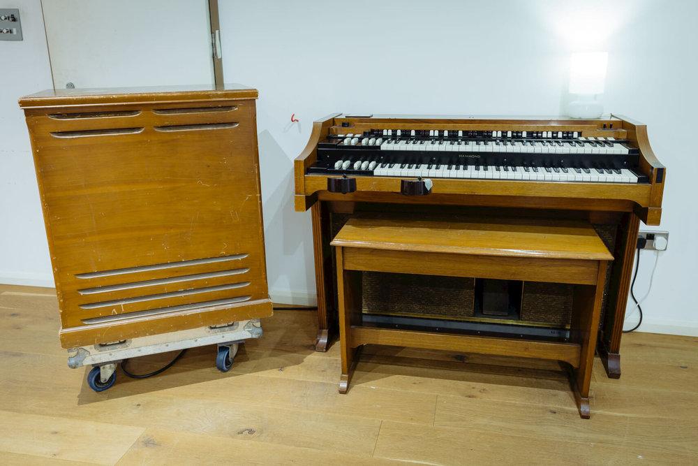 Hammond-Leslie-speaker-evolution-studios-oxford-live-room.jpg