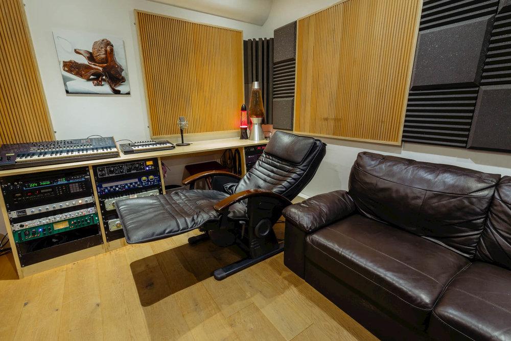 Massage-chair-evolution-studios-oxford-control-room-chill.jpg