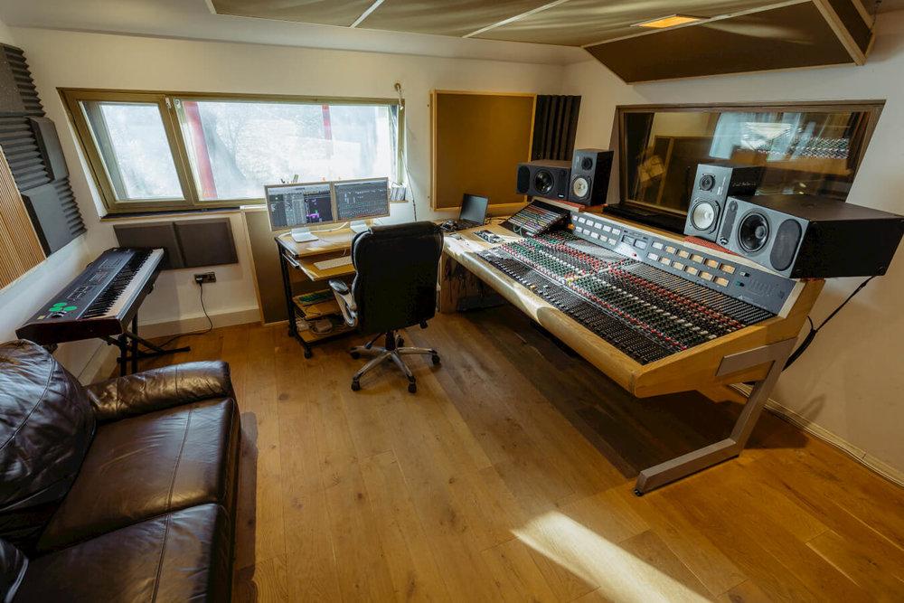 control-room-evolution-recorxing-studios-oxford-mixing-desk.jpg