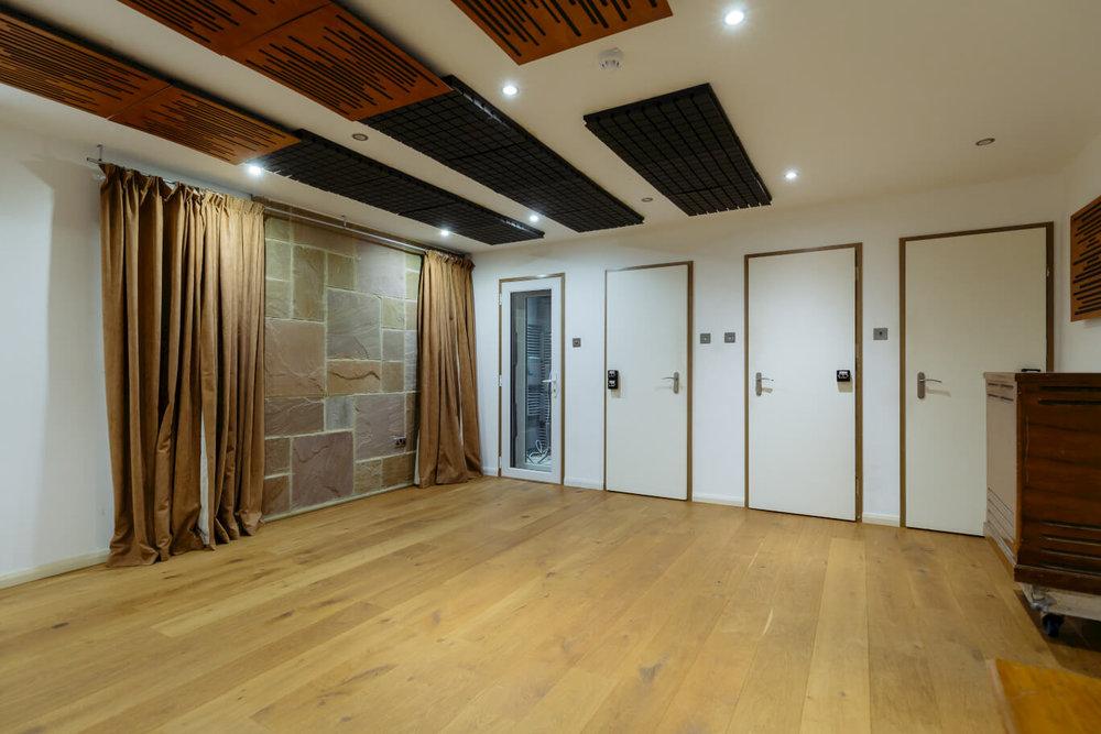 vocal-and-instrument-amp-booths-evolution-recording-studios-oxford-inside.jpg