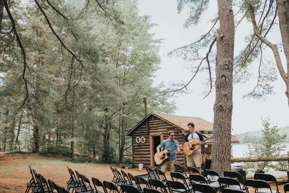 musician-rehersal-toronto-bohemian-boho-outdoor-summer-wedding-documentary-wedding-photography-by-willow-birch-photo.jpg
