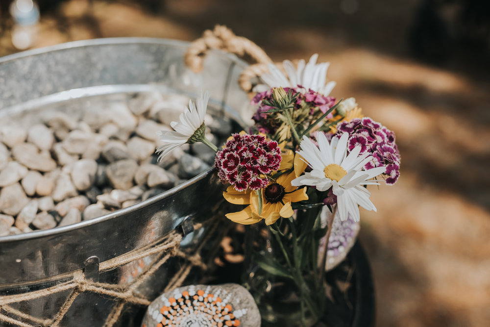 wedding-ceremony-decor-toronto-bohemian-boho-outdoor-summer-wedding-documentary-wedding-photography-by-willow-birch-photo.jpg