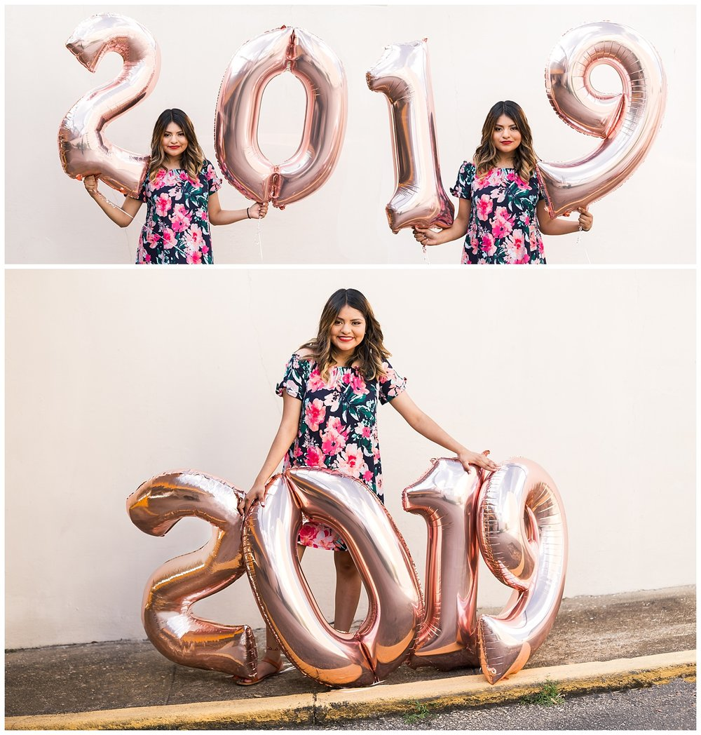 class of 2019 senior photos number balloons lauren beesley photography