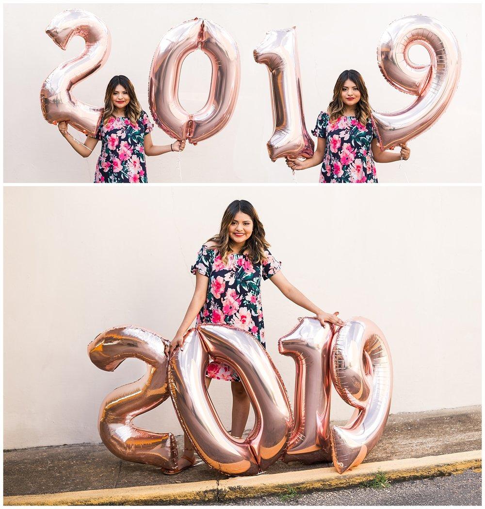 class of 2019 senior photos number balloons lauren beesley photography