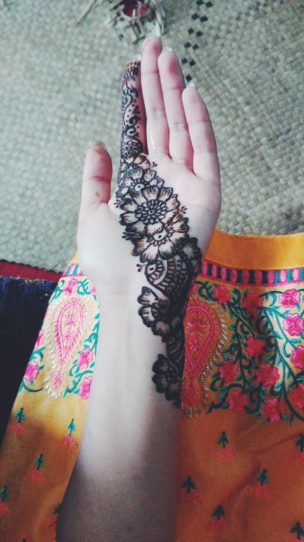 Mehndi   First time in ages I didn't have any designs as reference and was put on the spot to do henna on the hands of many unknown guests so literally did the same one for everyone. Love how it turned out, hadn't done flower inspired patterns for a while. If you'd like to get your henna done for any occasion then let me know :)