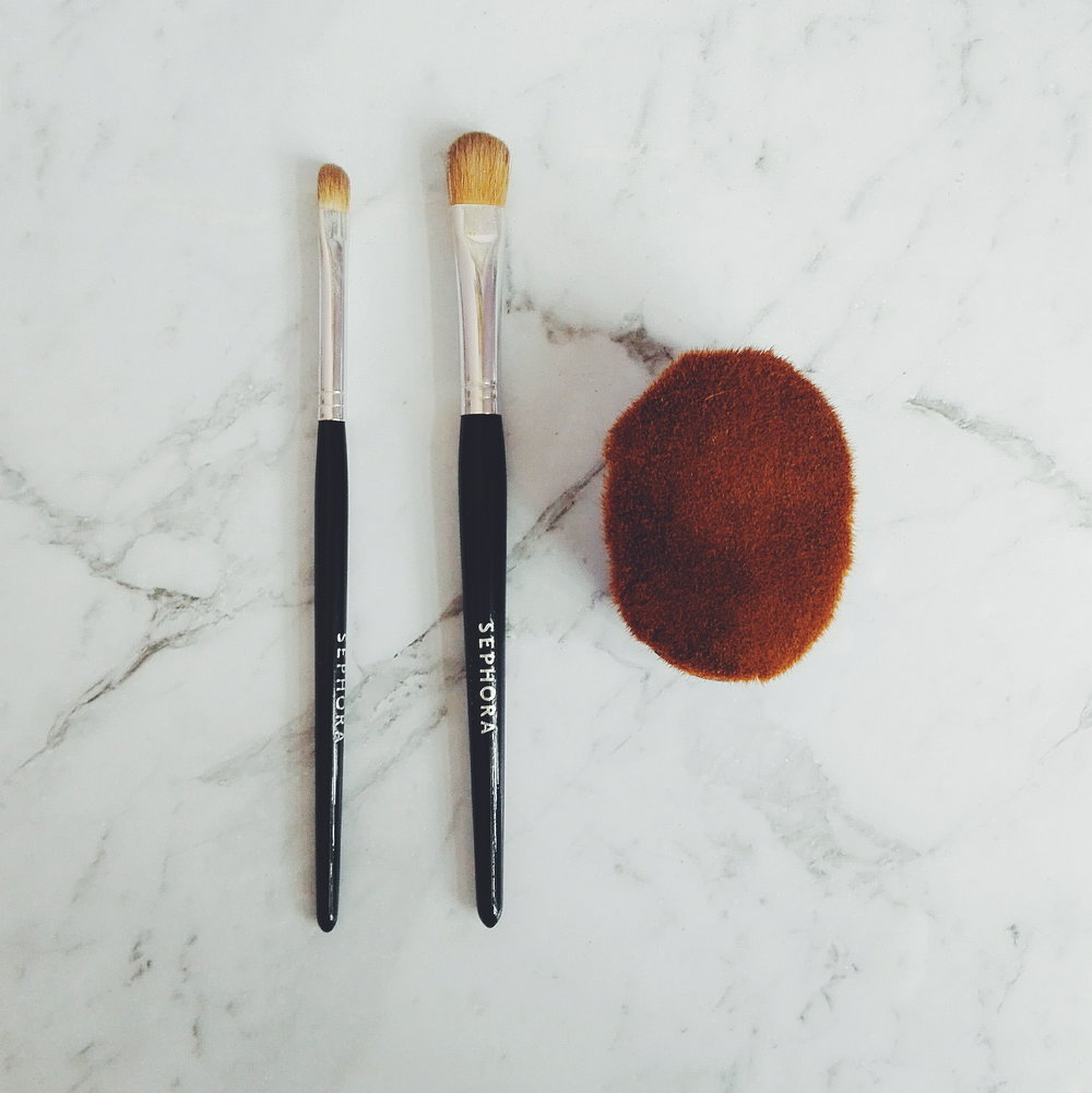 Brushes     -  Sephora Brushes  : Eyeshadow and Concealer Brush  -  Thin Lizzy Blurring Brush