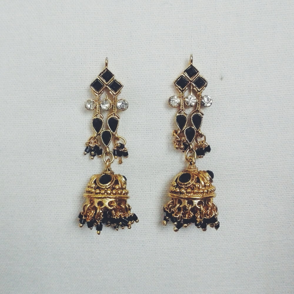 These have to be my favourite black earrings and its actually a really old design. The shape, although odd, sits really nicely on the ear and the mini jhumka and dangly things are so cute.