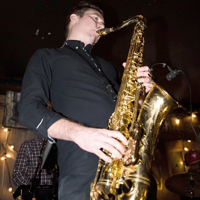 We've got to fix our future up! It's clear like 2020 @ryanmackellar #saxplayer #ups #2020 #fixourfuture #unitedpowersoul #sexysaxophone #saxman #saxophone #thedakotatavern 📸 by @drewyorke