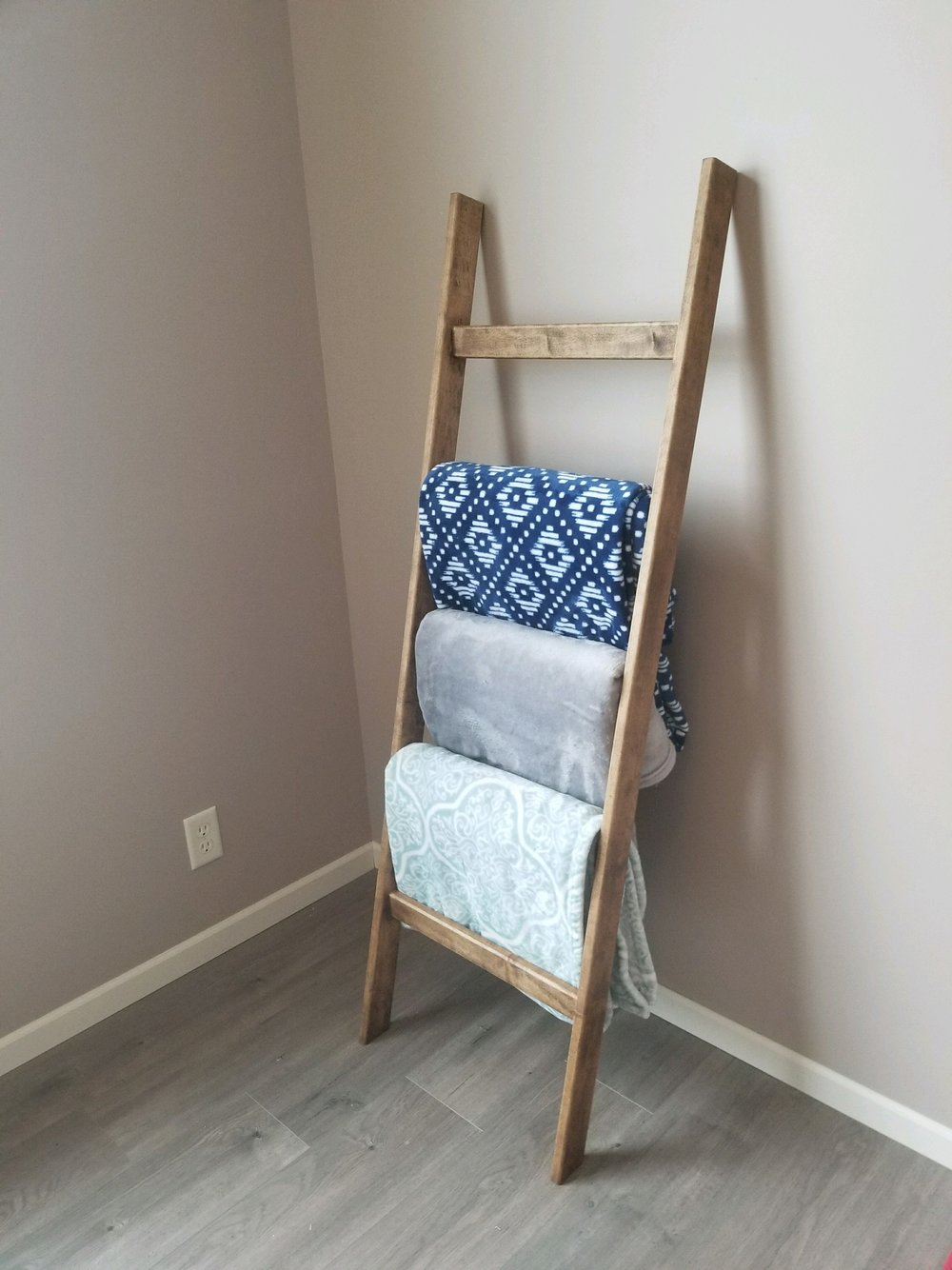Baby nursery blanket ladder