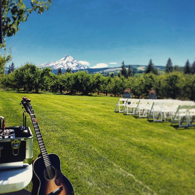 Beautiful day for a wedding out @mtvieworchards !!! What a view!! #dankel2018 #hoodriverwedding #gorgewedding #weddingmusic #hoodriver #weddingvenue #destinationwedding congrats to Dani and Michael!!!!! @applevalleybbqcatering