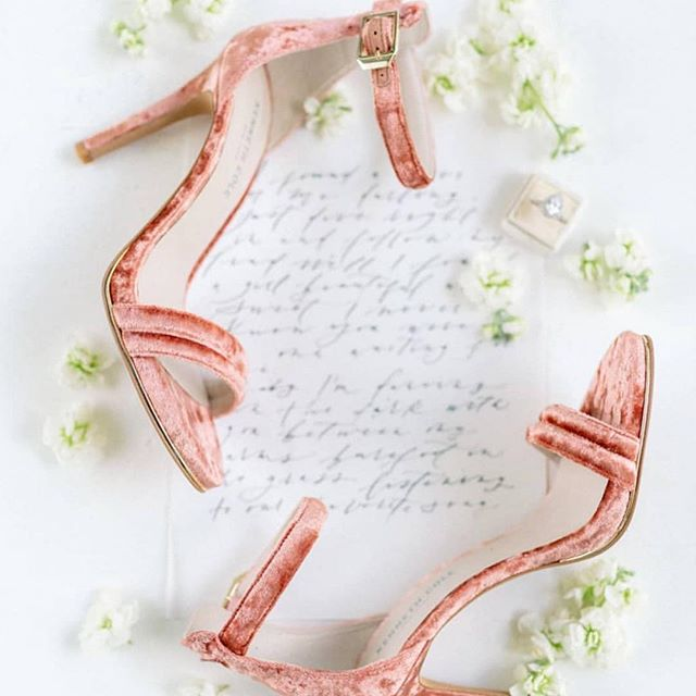Gorgeous peachy wedding shoes 💕  via @weddingchicks 💕
