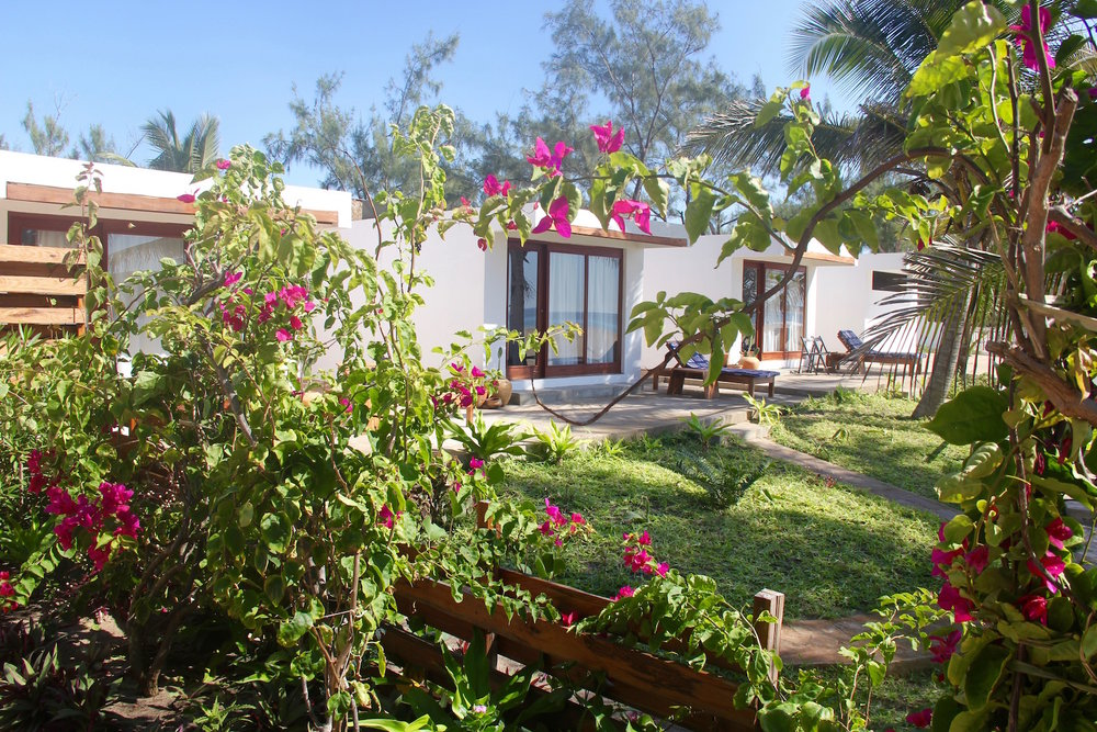 BEACH CABINS - DIVE & STAY PACKAGES