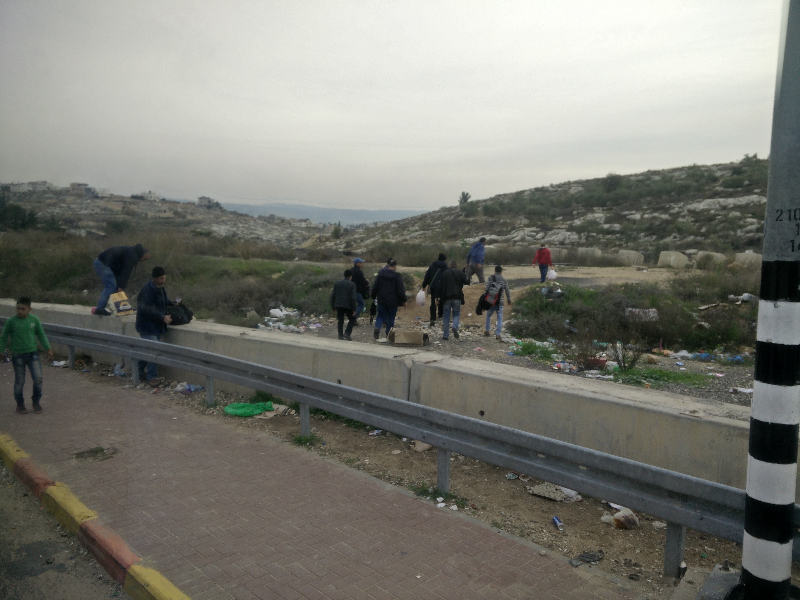 Palestinians working in Israel illegaly have to cross the border before the checkpoints, which are being controlled by the Israeli military.