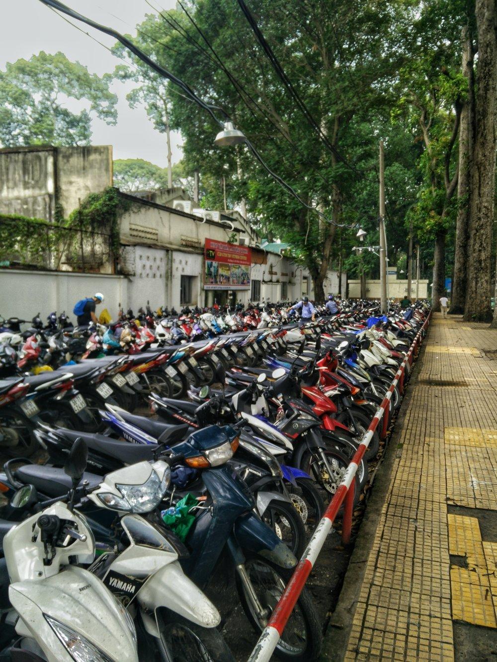 Fiets parkeren? Nee, scooter parkeren!