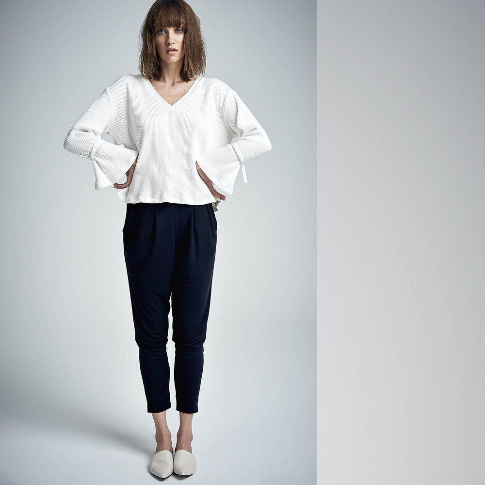 Fancy sleeve sweater Lotus rib white (€80)