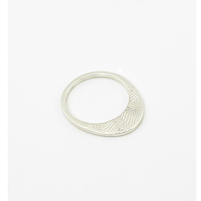 Arrow ring (€53)