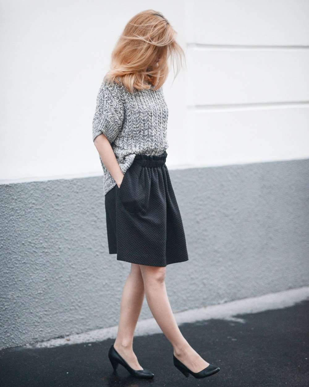 High-waist detail skirt (€85)