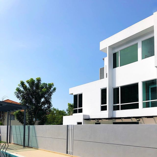 No place like home ✨ | 📍#malaysia . . . . . #instadaily #minimal_mood #minimal_shot #minimal_love #blueskiesahead #kualalumpur #minimalphoto #minimalshot #insta_minimal #architecturedaily #architecture_best