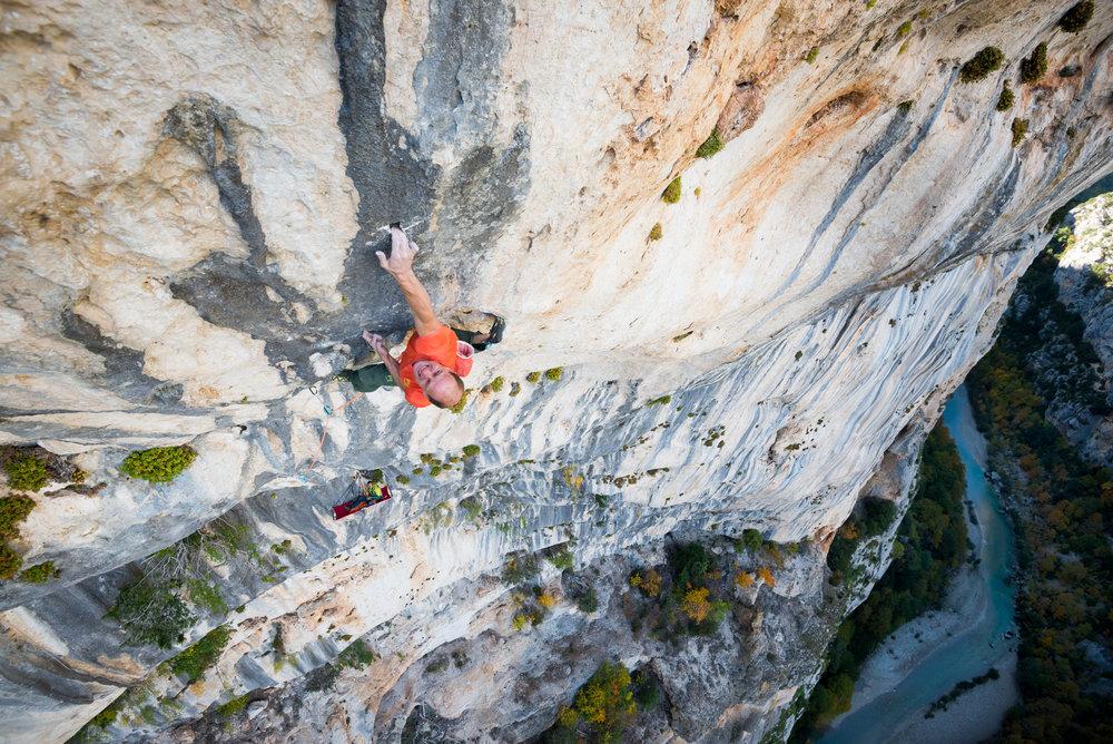 L'un des shootings les plus éprouvants : 180 mètres d'escalade perché au-dessus du Verdon dans un dévers inhumain. Cédric Lachat libère  « Hosanna » , France