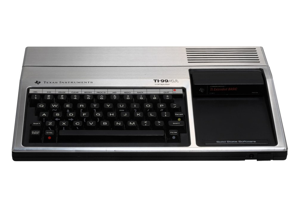 Texas Instruments TI-99 computer. On display at the Musée Bolo, EPFL, Lausanne | Rama & Musée Bolo - Own work