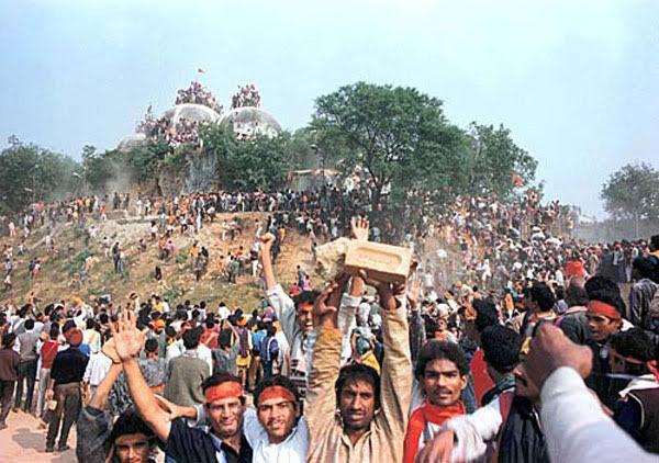 Politisering av Ramayana: I desember 1992 ble en historiske moské rasert i byen Ayodhya på bakgrunn av påstanden om at den var bygget nøyaktig der Rama ble født.