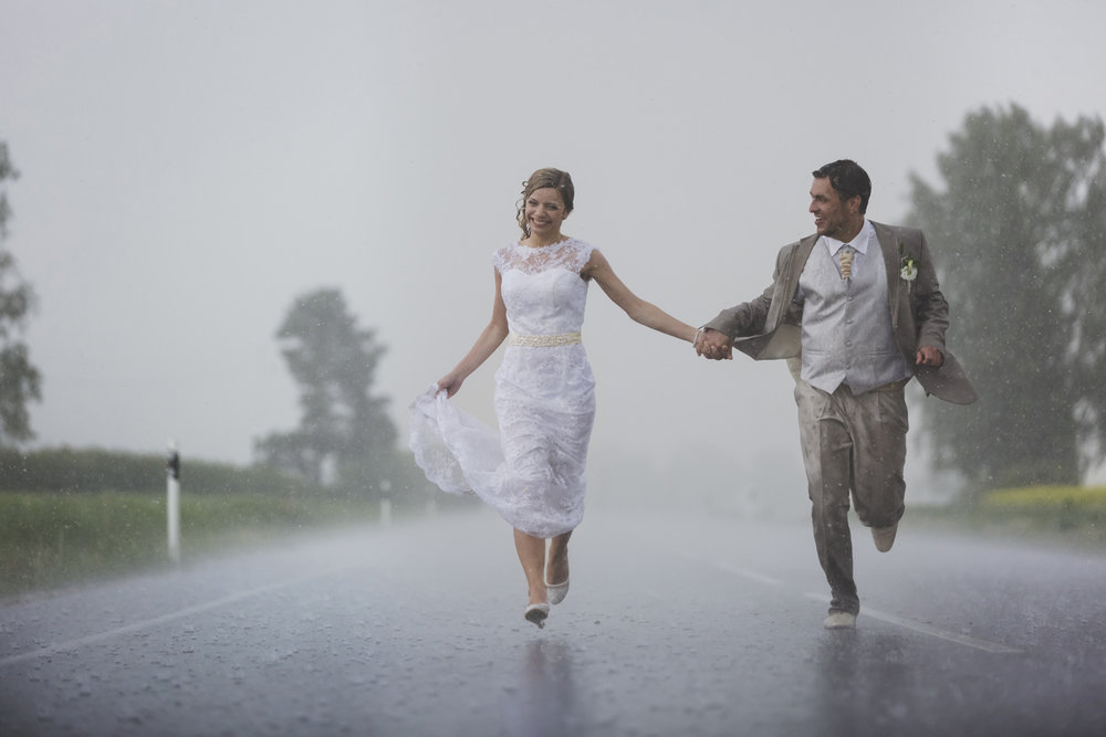 Rainy Wedding photo by wedding photographer Valdur Rosenvald