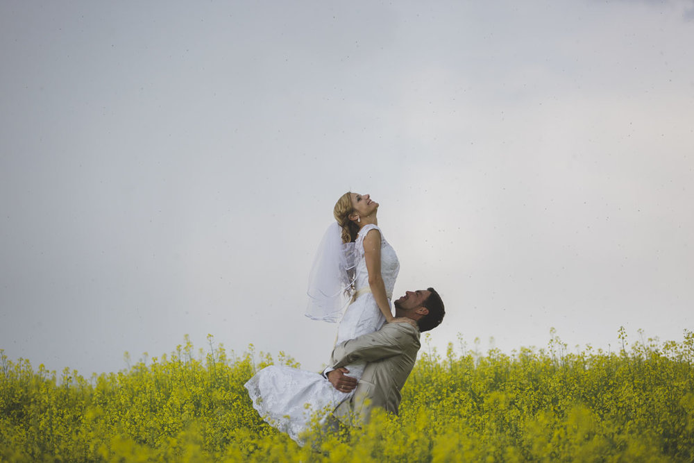 wedding-photos-087-rainy-wedding-photo.jpg