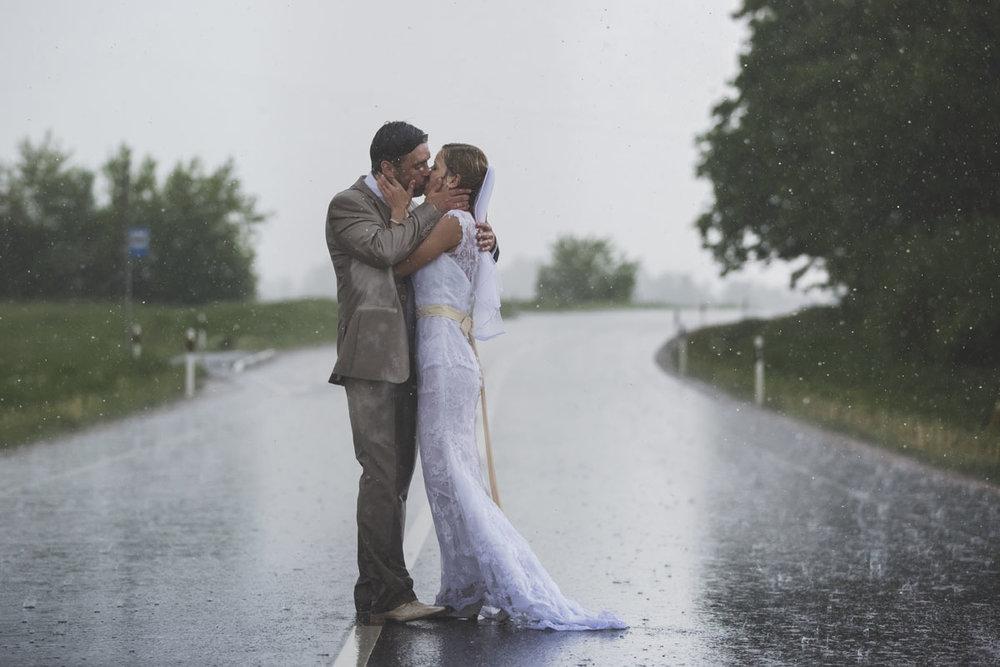 wedding-photos-095-rainy-wedding-photo.jpg