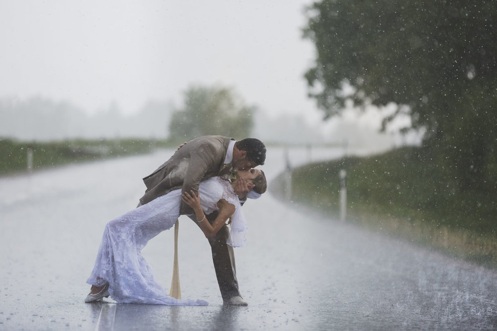 wedding-photos-096-rainy-wedding-photo.jpg