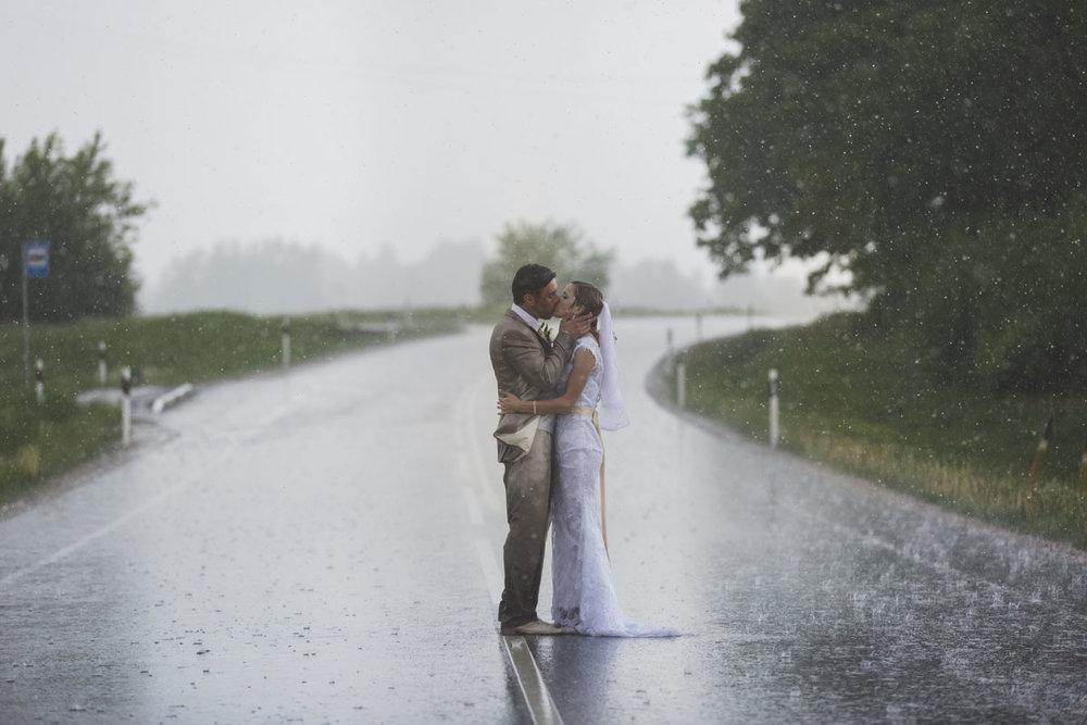 wedding-photos-098-rainy-wedding-photo.jpg