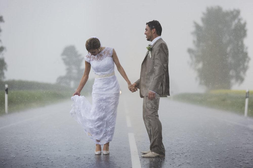 wedding-photos-099-rainy-wedding-photo.jpg
