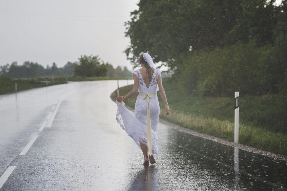 wedding-photos-101-rainy-wedding-photo.jpg