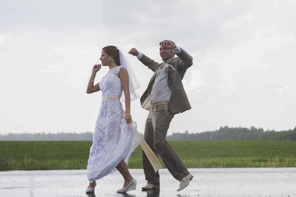 wedding-photos-103-rainy-wedding-photo.jpg