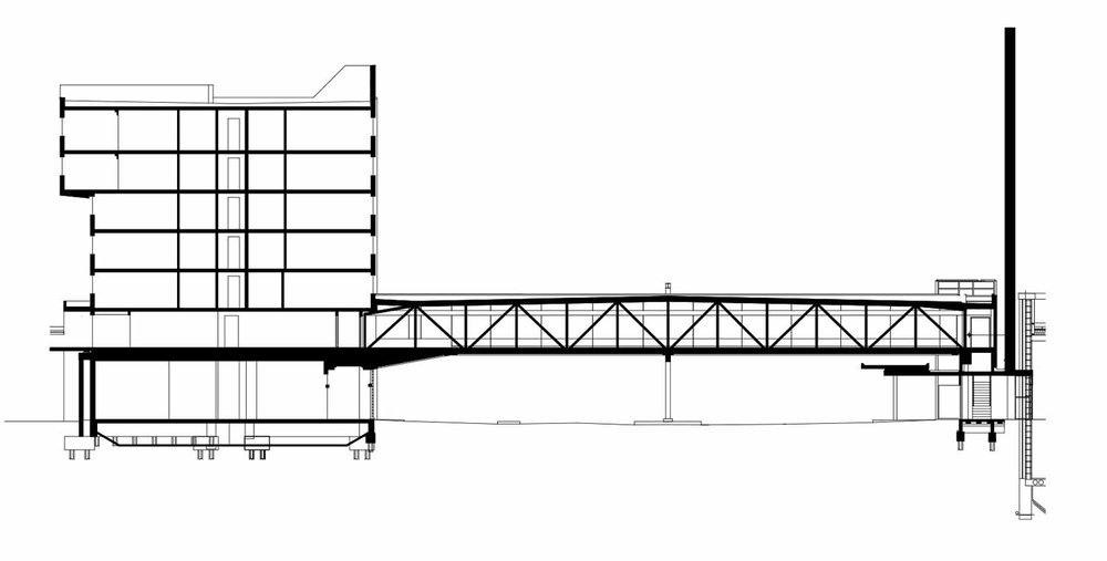An enclosed pedestrian bridge linked the hotel directly with the airport. Its construction was integrated into the hotel's canopy in such a way that future removal of the bridge would not compromise the canopy structure.