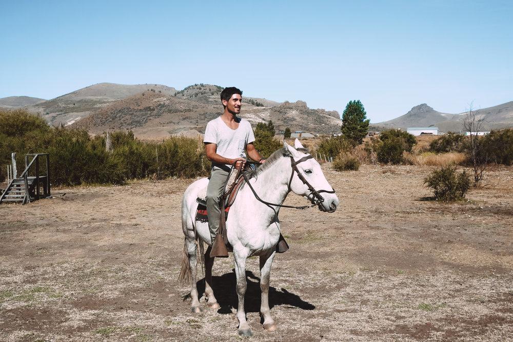 bariloche-a-cheval-thecheerfulist.jpg