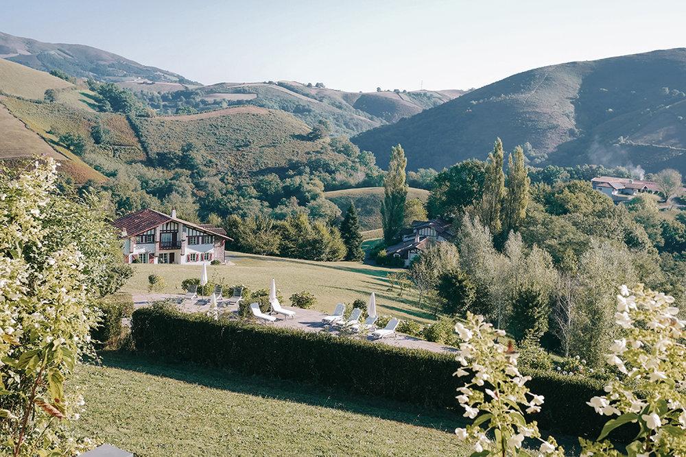 hotel-auberge-ostape-jardin-the-cheerfulist.jpg