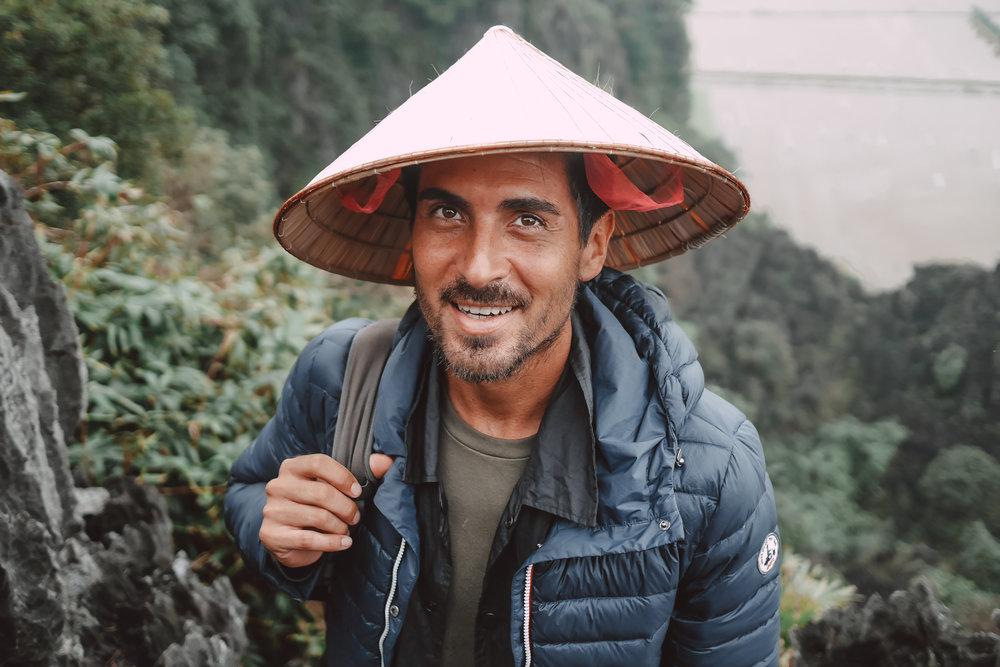 mua-cave-vietnam-visiter-the-cheerfulist