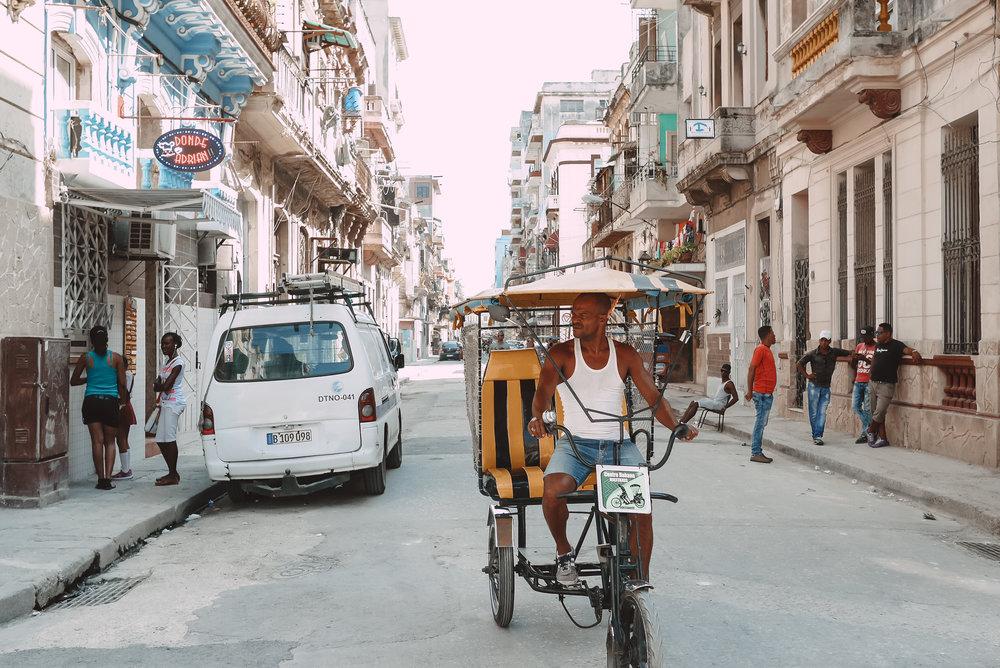 les-rues-de-la-havane-cuba-the-cheerfulist