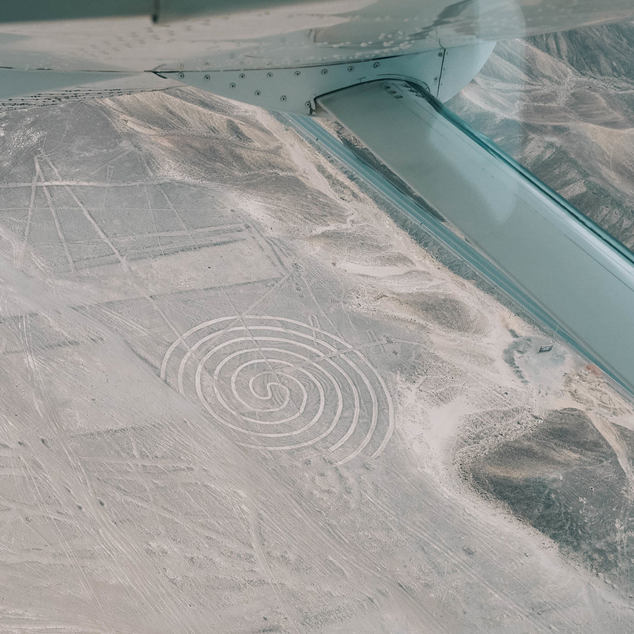 Faire de l'avion au dessus des lignes de Nasca. -