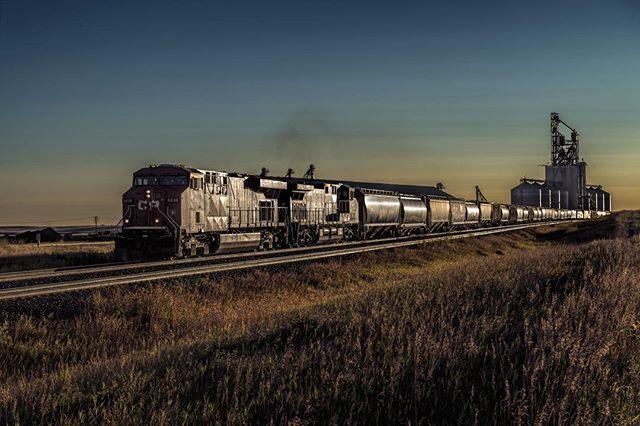Westbound freight #trains #exploresask #explorecananda #prairie #ottawaphotographer #spiritofplace